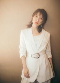 吴昕纯白清新靓丽写真图片