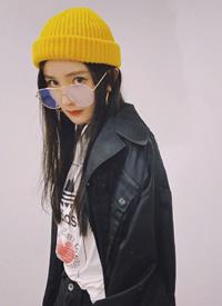 杨幂小黄帽私服俏皮写真图片