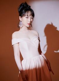 杨紫樱花粉裙唯美浪漫写真图片