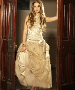 莉莉·科林斯金色公主裙梦幻写真图片