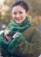 谢娜早期罕见青涩照曝光 造型堪比村姑
