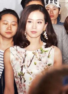 吴奇隆刘诗诗宣传新剧 遭粉丝集体围堵