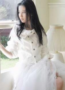 刘亦菲昔日白色婚纱照写真 散发高贵典雅迷人气质