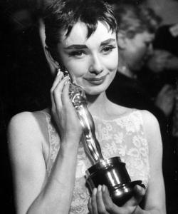 奥黛丽·赫本1954年奥斯卡获奖老照片