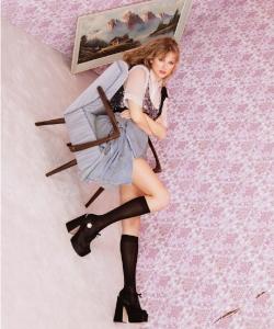泰勒·斯威夫特极清性感杂志写真图片