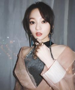 张韶涵东方卫视跨年演唱会性感图片