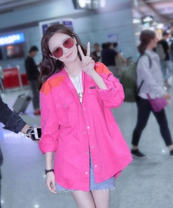 彭小苒粉甜性感机场街拍图片