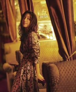 张静初恬静杂志封面写真图片