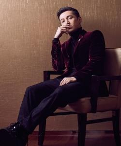 胡歌丝绒西装绅士儒雅气质写真图片