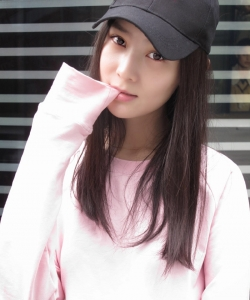张维娜粉色卫衣秋季生活照图片
