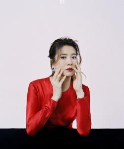 袁咏仪性感杂志封面写真图片
