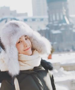 苏诗丁冬季户外写真高清图片