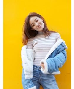罗予彤甜酷时尚街拍图片
