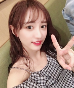 SNH48黄婷婷格子裙清新甜美图片