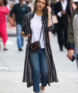 Jessica Alba杰西卡·阿尔芭时尚街拍图片