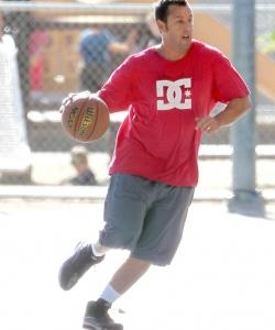 亚当·桑德勒日常打球生活照高清图片