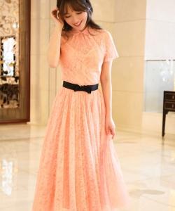 金莎粉色长裙美艳写真图片  优雅端庄
