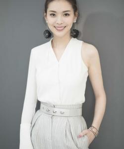 栗坤清新靓丽时尚写真图片