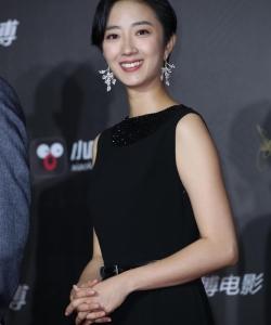 桂纶镁微博电影之夜黑色长裙性感图片