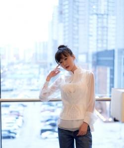 李金铭白衫甜美写真图片