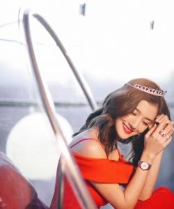 吴千语性感红裙写真图片
