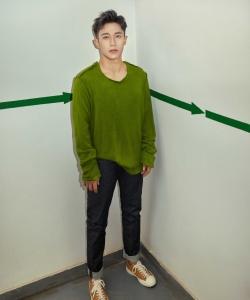 演员王森温润帅气写真图片