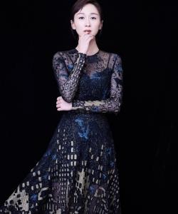 练练黑色长裙优雅性感写真图片