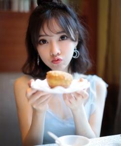 冯提莫甜美俏皮写真图片