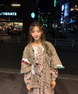 杨超越甜美日本旅拍照图片
