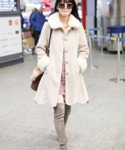 徐娇机场甜美写真图片