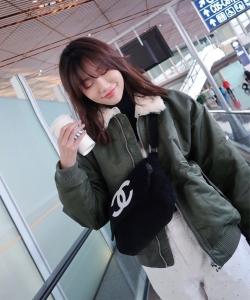 李斯羽清秀时尚机场图片
