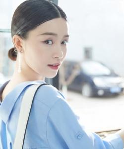 文咏珊清新简约时尚写真图片