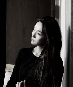 李若宁黑白甜酷写真图片
