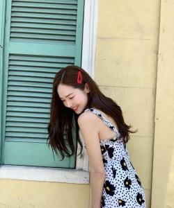 郑秀妍甜美性感街拍图片