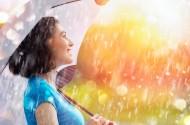 雨中撑伞的美女图片(12张)
