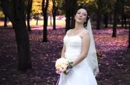 穿着洁白婚纱的美女图片(15张)