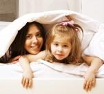 母亲和女儿在家玩耍的图片(18张)