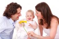 父母身旁的婴儿图片(11张)