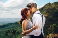 接吻的甜蜜恋人图片(12张)