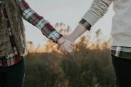 牵着手的情侣图片(12张)