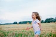 开心的小女孩图片(10张)