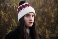 冬天带着毛线帽子的女孩图片(11张)