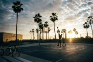 打篮球的男生图片(8张)