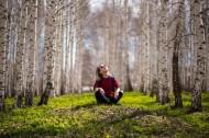 树林里的美女图片(10张)