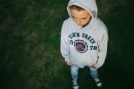 花园里的男孩图片(10张)