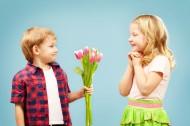 拿着花束的可爱儿童图片(10张)
