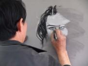 正在画画的画家图片(12张)