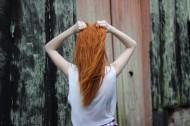 长发女孩的背影图片(10张)
