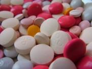 形状各异的药片素材图片(11张)