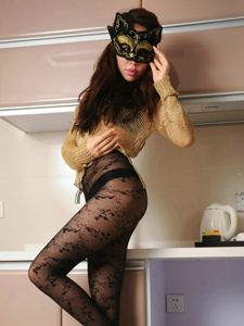 茶水间里摘下面具的猫女郞黑丝气质高挑诱惑